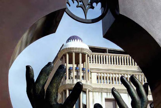 Mirada Hacia El Futuro - España - Instalaciones y Encargos - Lorenzo Quinn