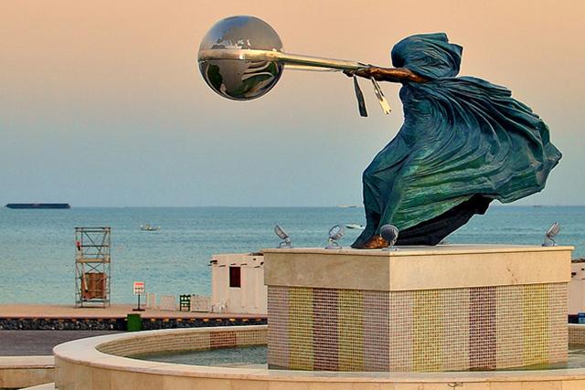 La Fuerza de la Naturaleza II - Qatar - Instalaciones y Encargos - Lorenzo Quinn