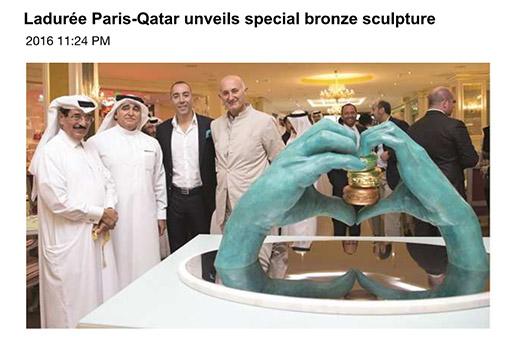Gulf Times - Ladureé Paris Qatar unveils special bronze sculpture - Lorenzo Quinn - Prensa - Abril 2016