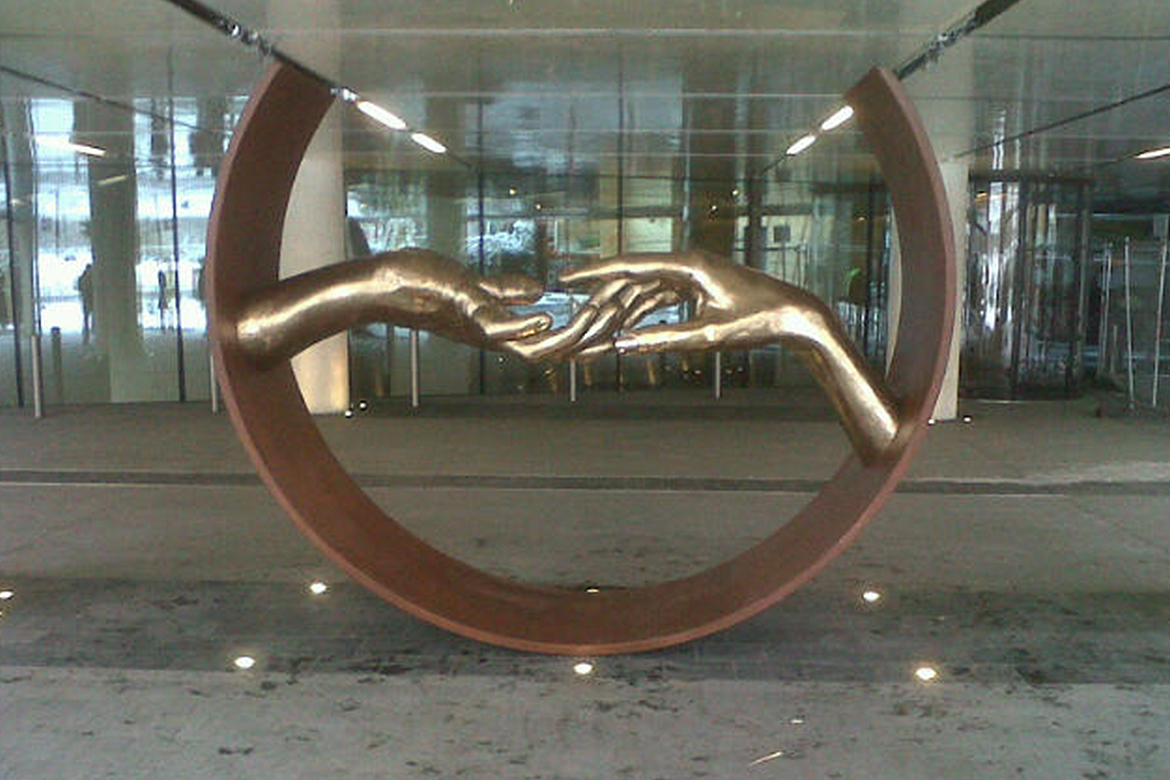 Sculpture Finding Love - bronce