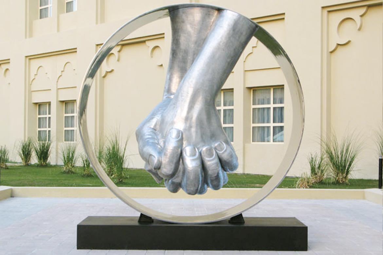 Amor, Aluminio - Qatar - Instalaciones y Encargos - Lorenzo Quinn