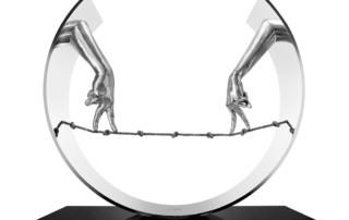 Cuerda Floja, Manos - Aluminio - Esculturas - Lorenzo Quinn