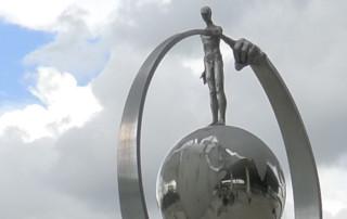Lo que Siembras Recoges, Aluminio - Instalaciones y Encargos - Lorenzo Quinn