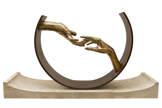 Encontrando el Amor, Bronce y Base de Travertino - Esculturas - Lorenzo Quinn