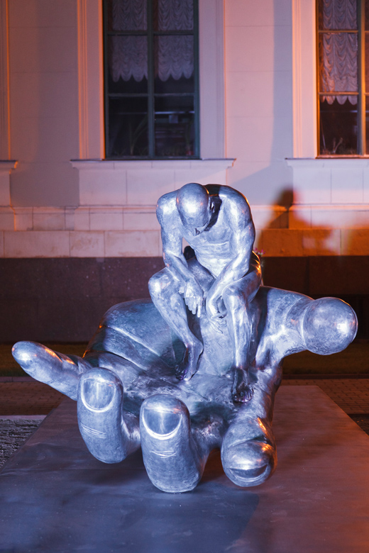 Hand of God, aluminium - Russia - Installations and Commissions - Lorenzo Quinn