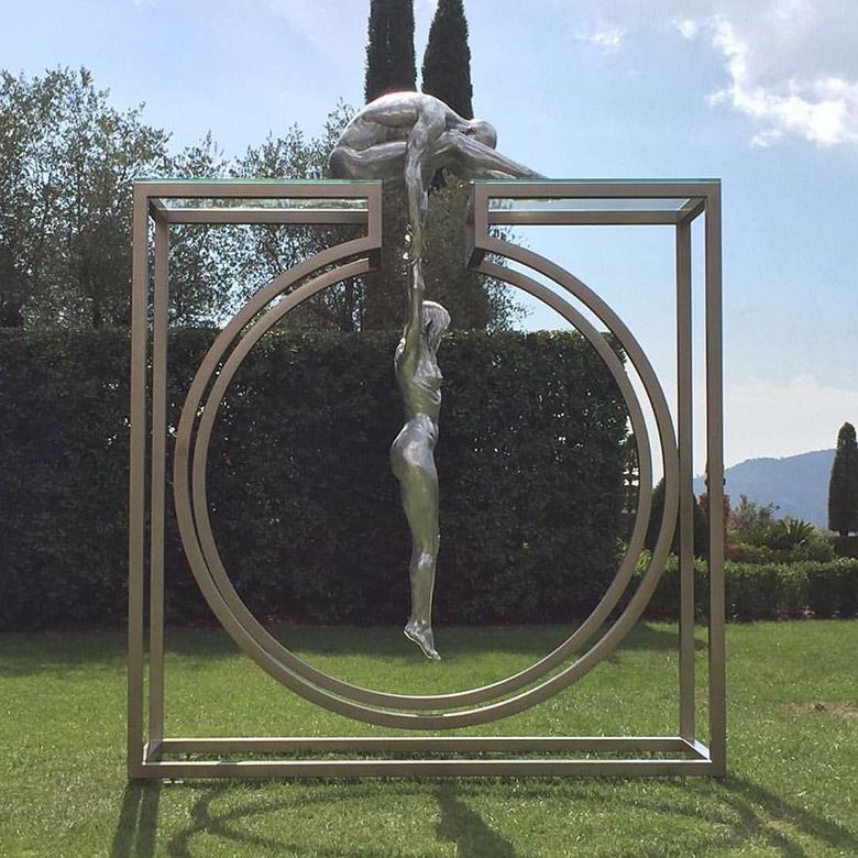 Gravedad, Aluminio 4 mts - Esculturas - Lorenzo Quinn