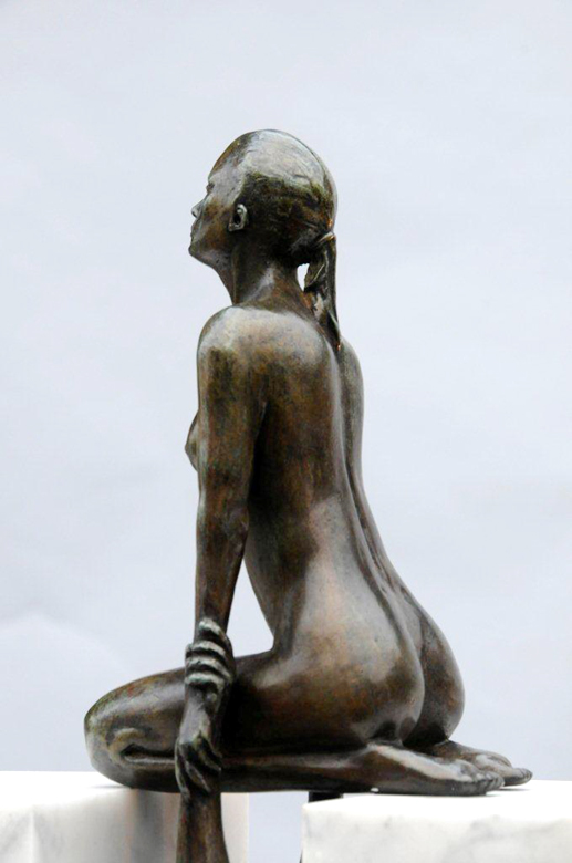 Gravity Female, Bronze and Smooth Carrara - Sculptures - Lorenzo Quinn