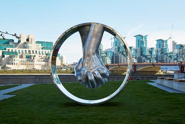 Love, Aluminium - London, England - Installations and Commissions - Lorenzo Quinn