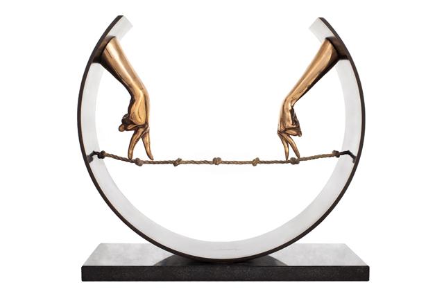 Cuerda Floja, Manos - Bronce - Esculturas - Lorenzo Quinn
