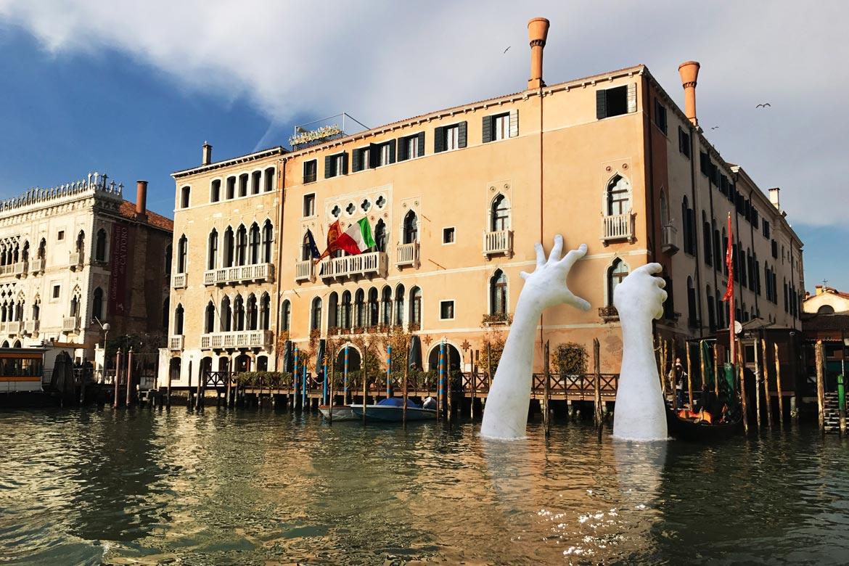 Bienal de Venecia 2017 - Venecia, Italia - Instalaciones y Encargos - Lorenzo Quinn