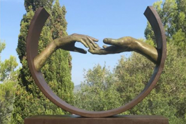 Finding Love, Bronze - Ibiza, Spain - Installations and Commissions - Lorenzo Quinn