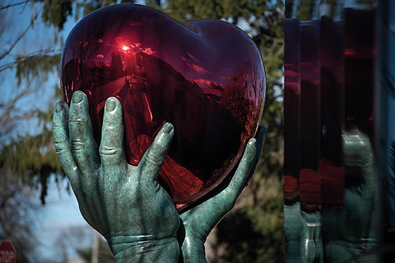 Dar de Corazón - Colección Privada - Dec18 - Instalaciones y Encargos - Lorenzo Quinn