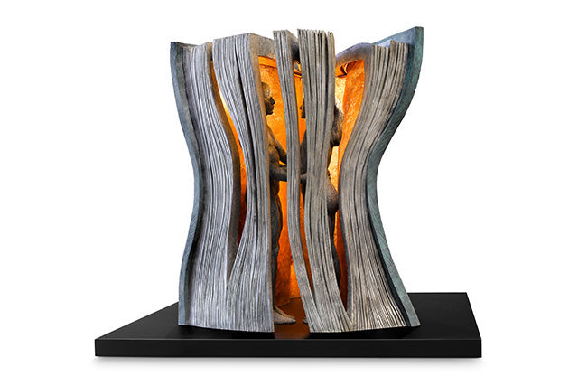 The Perfect Story, Bronze and Corten Steel Base - Sculptures - Lorenzo Quinn