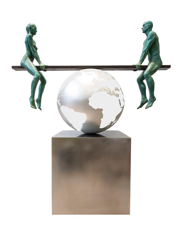 Un Mundo Equilibrado, Bronce Patinado Verde - Esculturas - Lorenzo Quinn