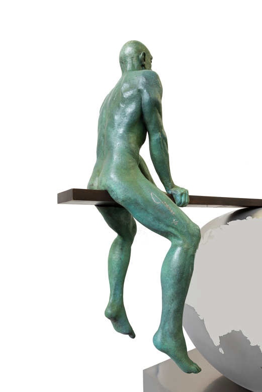 A Balanced World, Patinated Bronze - Sculptures - Lorenzo Quinn