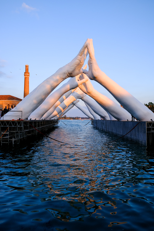 Building Bridges - Venice, Italy - Installations and Commissions - Lorenzo Quinn