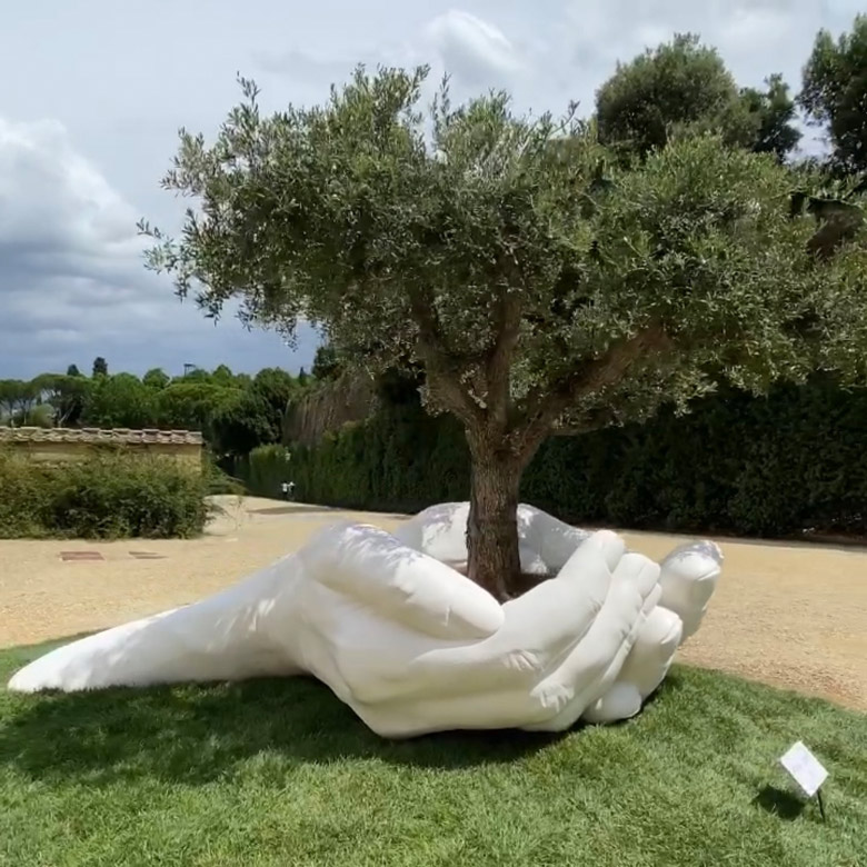 Give - Florence, Italy - Installations and Commissions - Lorenzo Quinn