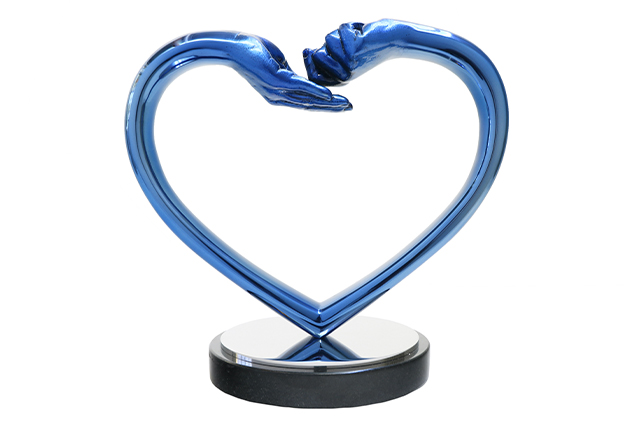 Giving and Receiving Love, Blue Stainless Steel - Sculptures - Lorenzo Quinn