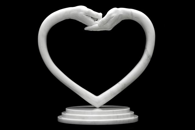 Dando y Recibiendo Amor, Mármol - Esculturas - Lorenzo Quinn